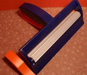 A paper crimper tool